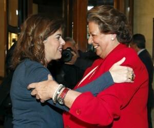 La vicepresidenta del Gobierno abraza a la alcaldesa de Valencia/ayto vlc.