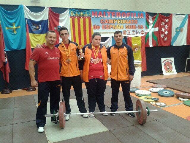 Los deportistas que han ganado las medallas de oro y bronce y Millan campeón de España/vlc halterofilia