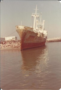 El barco que encalló en la zona en la década de los años 80/sergio galindo