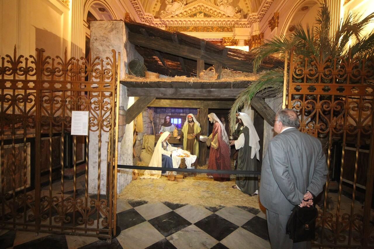 Belén instalado en la capilla de San Luis de la Catedral/javier peiró-avan