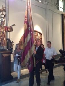 El portavoz del PSPV en el consistorio, Joan Calabuig, es el portador de la Seneyra este año y en la instántanea durante el ensayo de la semana pasada/vlcciudad