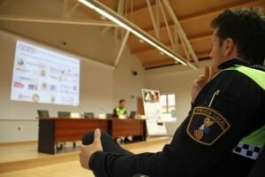 La reunión se celebra en el salón de actos de la Academia de la Policía Local/plv