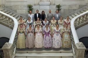 Corte de honor de la Fallera Mayor de Valencia 2013 con el jurado/armando romero/jcf