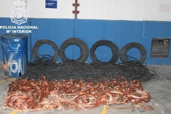 Material decomisado a un grupo desarticulado en Valencia el año pasado/cnp