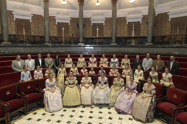 Las cortes de honor de las Falleras Mayores de Valencia de 2013 hoy en el hemiciclo del Ayuntamiento de Valencia en el ensayo general/armando romero/jcf