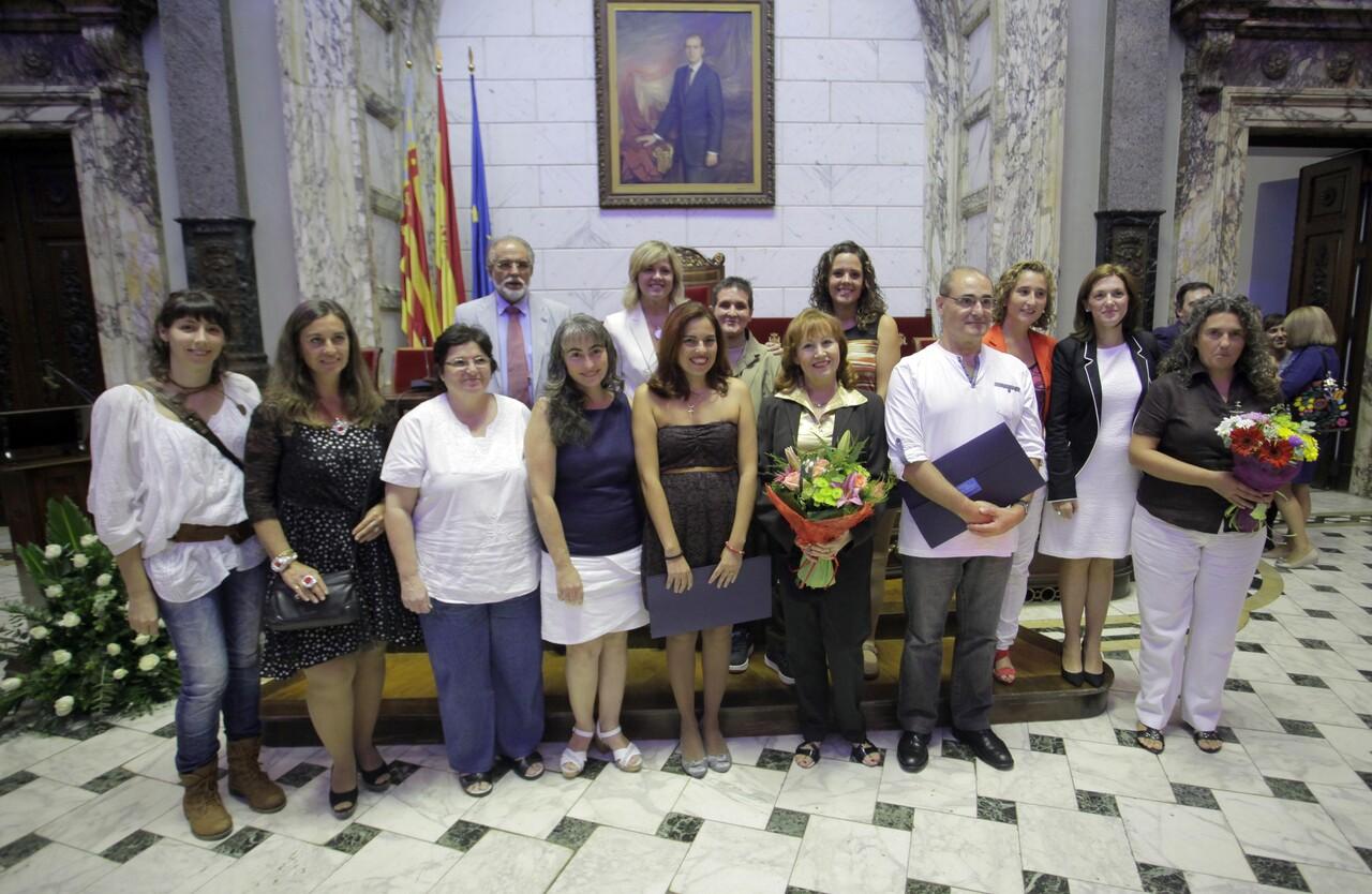 Los premiados después de la entrega de los galardones en el hemiciclo del ayuntamiento/ayto vlc