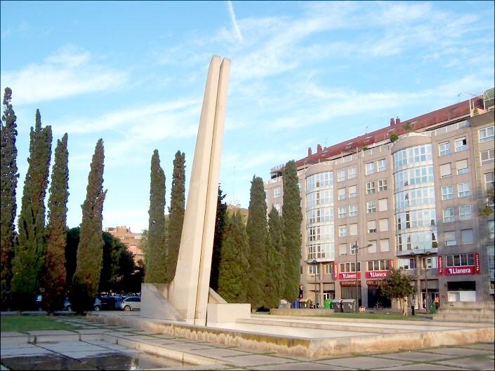 Fuente monumento victimas de la riada