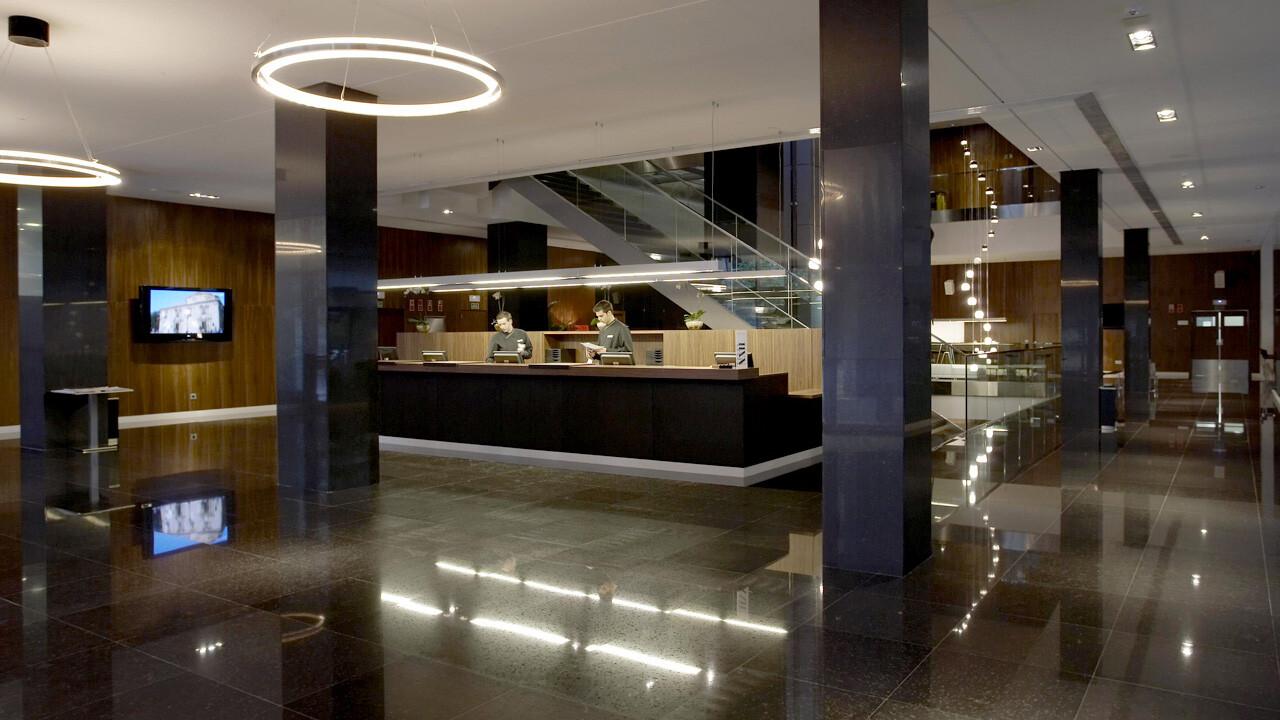 Hall del Hotel Primus en la zona de la Ciudad de las Artes y las Ciencias/hotelprimus