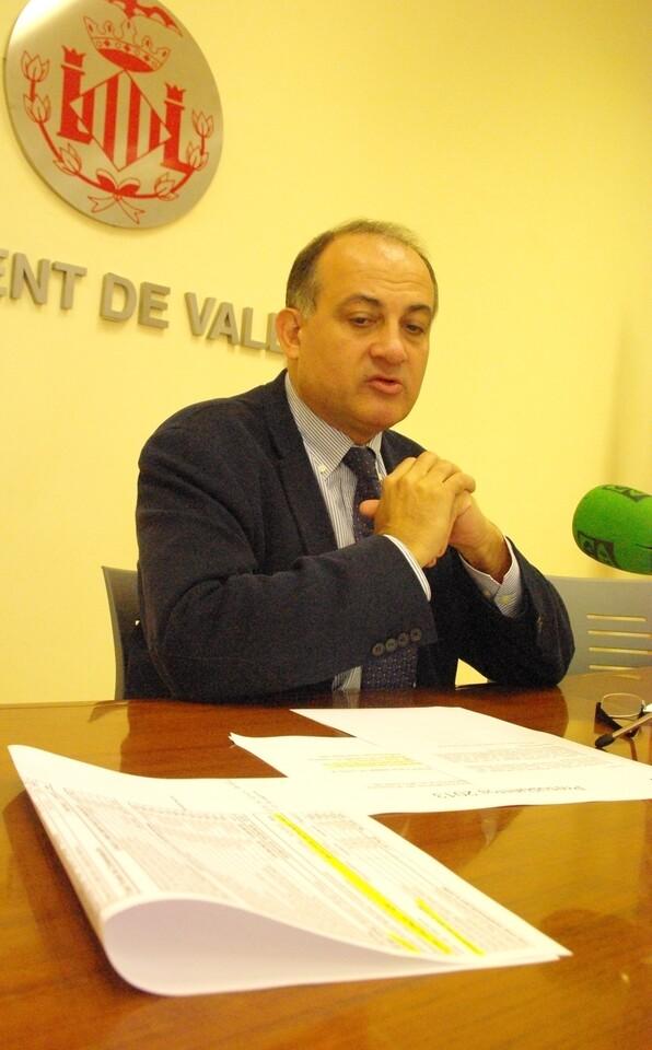 El portavoz socialista, Joan Calabuig, durante su comparecencia ésta mañana/gms