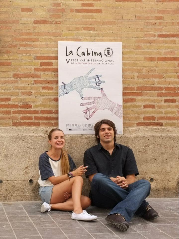 La ilustradora valenciana Carla Fuentes (Littleisdrawing) y Carlos Madrid, director de La Cabina. en la presentación del cartel de 2012.