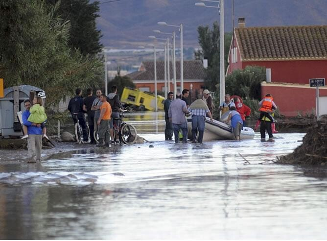 Una zona próxima al núcleo urbano de Lorca inundada