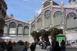 El edificio del Mercado Central en su zona recayente a María Cristina