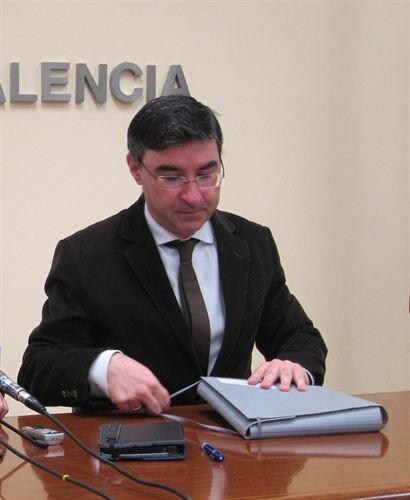 El concejal socialista Pedro M. Sánchez en una comparecencia en el ayuntamiento