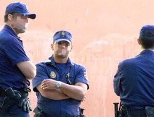 Tres agentes de la Policía Nacional/vlcciudad