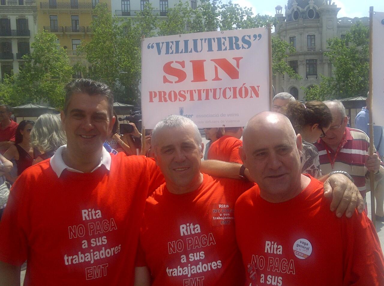 Dirigentes de CC.OO, con el miembro del comité, Jaime Collado, en una de las protestas de meses pasados/vlcciudad