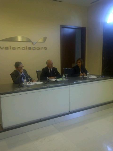El presidente del la Autoridad Portuaria de Valencia, Rafael Aznar, en al rueda de prensa posterior al consejo/vlcciudad