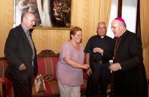 La presidenta de la Semana Santa Marinera, Begoña Sorolla, en una audiencia con el Arzobispo de Valencia, Carlos Osoro/jmssmv