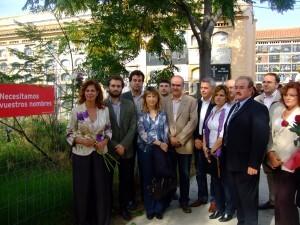 Varios dirigentes socialistas en la zona de la fosa común del Camposanto/gsm