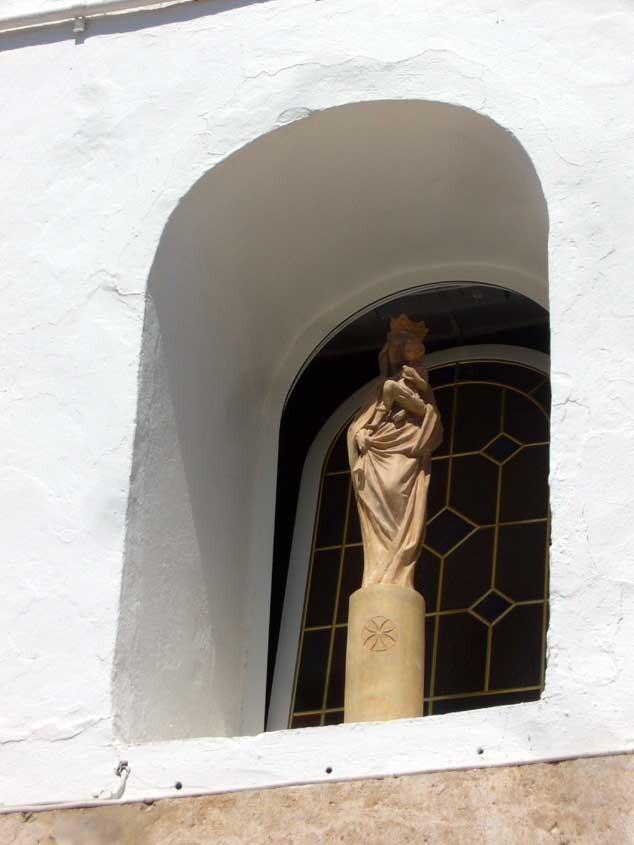 Imagen de la Virgen del Pilar que hay en la hornacina de la iglesia de Casas de Bárcena/fiestassancristóbal