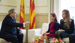 El presidente de la diputación conversa con las Falleras Mayores de Valencia/dival