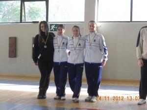 Las ganadores de la modalidad de espada femenina