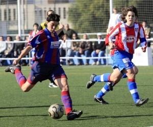 Una jugadora del Levante Femenio en un encuentro con el Atl de Madrid con el que jugarán la próxima jornada/http://www.futbolwins.com