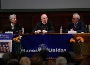 El arzobispo asistió a la reunión del colectivo cristiano