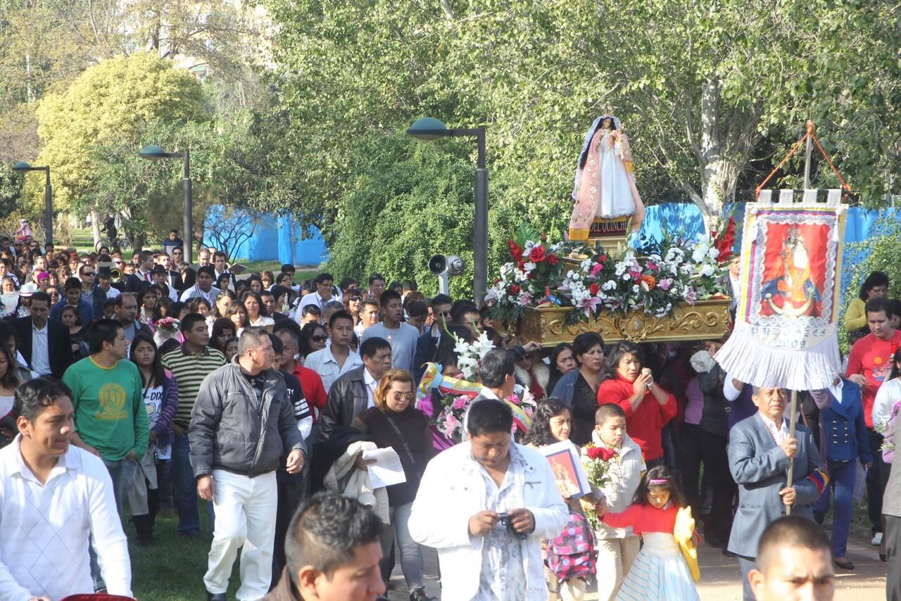 Los ecuatorianos llenaron el Jardín del Turia para acompañar a su patrona/javier peiró