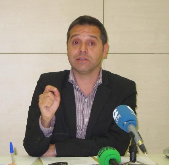 El portavoz de EU, Amadeu Sanchis, en una rueda de prensa/eu