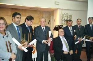 Premiados de una edición anterior de los galardones de la asociación con el presidente José Luis Lliso enmedio