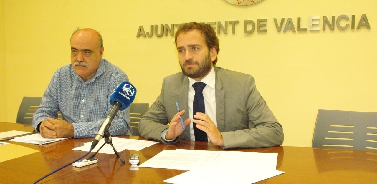 El concejal Salvador Broseta, a la derecha, en una rueda de prensa/vlcciudad