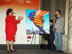 La alcaldesa y el autor acusado ahora de plagio el día de la presentación del cartel