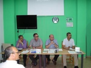 Junta directiva de la confederación vecinal, Cavecova, en una asamblea general/vlcciudad