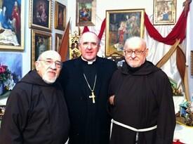 Fray Conrado con el arzobispo de Valencia y otro fraile/avan