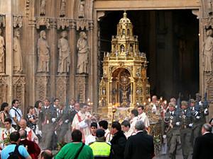 La Custodia del Corpus a la salida de la Catedral