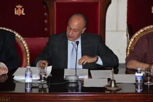 El concejal Lledó ejerce de presidente de la Junta Central Fallera en una asamblea/vivelasfallas