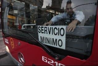 Un bus de la EMT en servicios mínimos/c.manzana