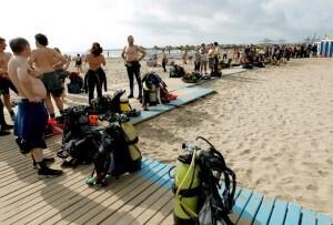 Un grupo de buzos en la I jornada de limpieza de fondos marinos