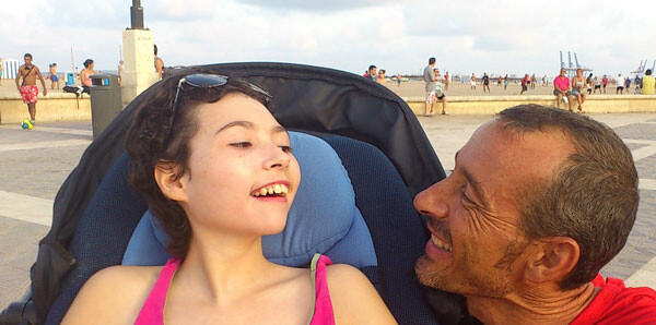 María y Josele Ferré en el Paseo Marítimo de Valencia