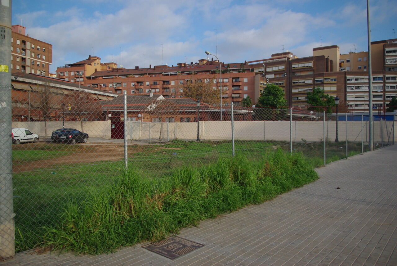 Solar donde está pendiente ampliar el centro escolar desde hace 12 años/gms