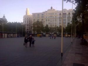 La empresa andaluza ya ha empezado a colocar la infraestructura en la plaza del Ayuntamiento/vlcciudad