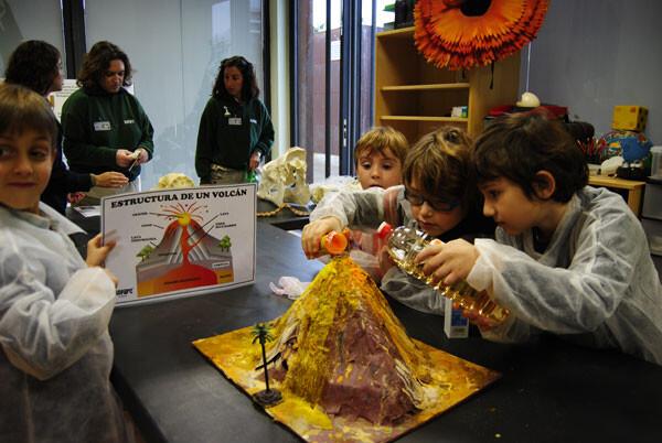 Niños de Expedición África disfrutando de la 3ª Semana de la Ciencia en Bioparc