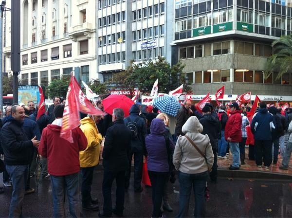 Piquete sindical en la plaza del ayuntamiento.