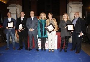 La edil Beneyto y el vicepresidente de la junta de Ruzafa en la entrega de premios