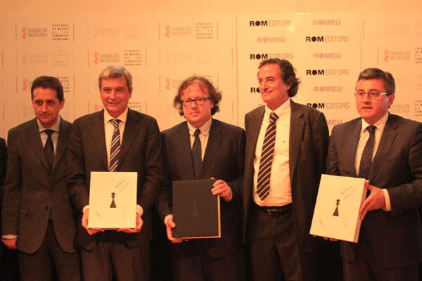 Josep Alió, José A. Garzón y Miquel Artigas, autores de NEBEA, junto a Rafael Ripoll