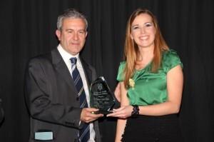 El periodista Quique Collado recibió el premio en 2013/falla periodista gil sumbiela