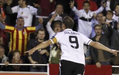 Roberto Soldado levantó a Mestalla con un grandísimo gol, el 1-0