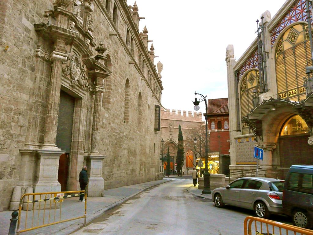 La Lonja vista desde la zona de la avenida de Barón de Cárcer/cercle