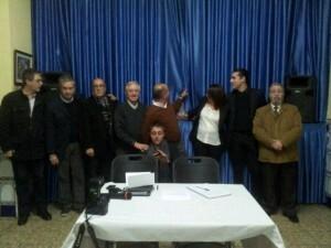 Los periodistas de los diversos medios, entre los que estuvo Valencia Ciudad, en la foto de ¨familia¨con el premiado/vlcciudad