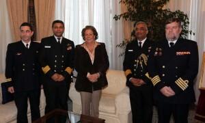 La alcaldesa con los oficiales de la Armada India y el Comandante Naval de Valencia/ayto vlc